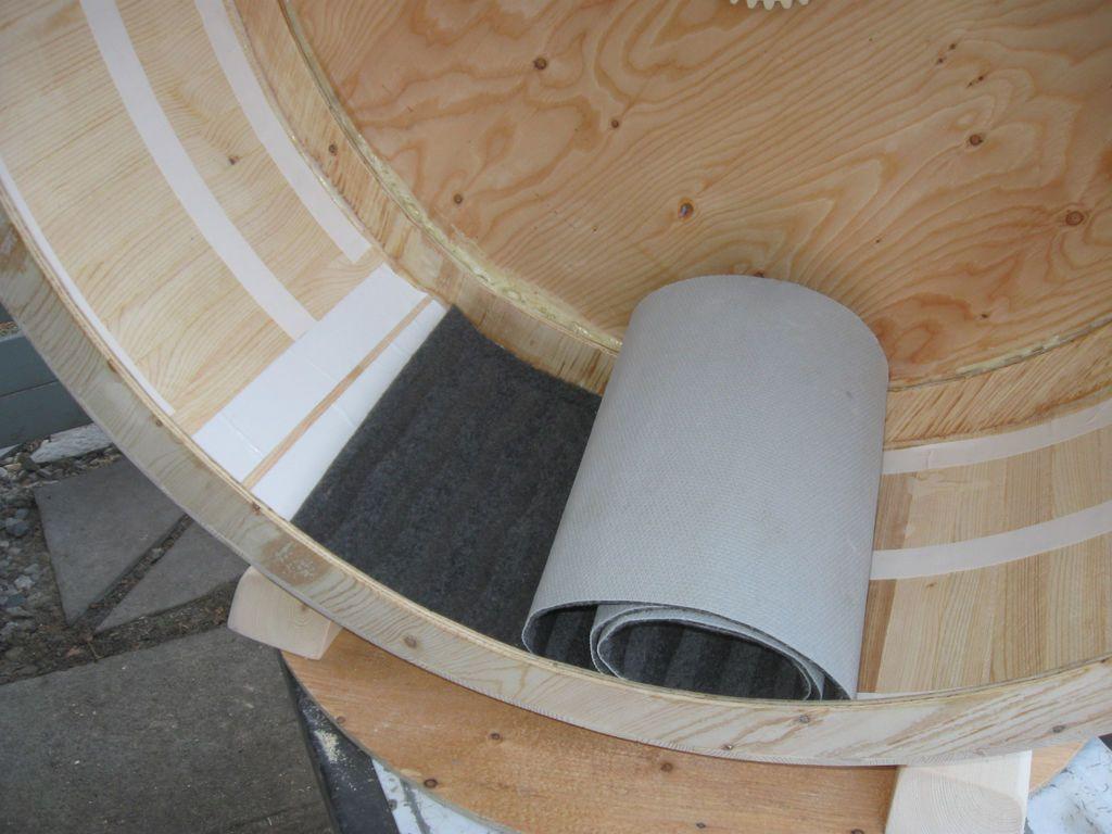 Обрезки ковролина можно дешево купить в строительном отделе