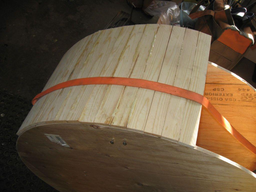 Процесс изготовления бегового колеса требует некоторых столярных навыков