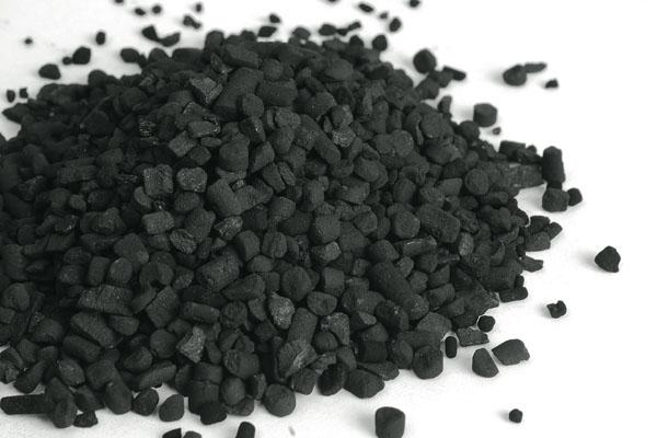 Активированный уголь затемняет фекалии кошки