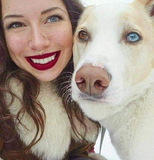 Гетерохромия у собаки и ее хозяйки