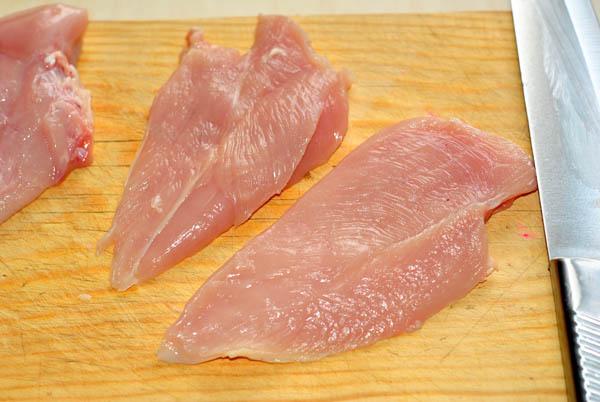 Запустить аллергическу реакцию могут и давно проверенные продукты, такие как куриное мясо