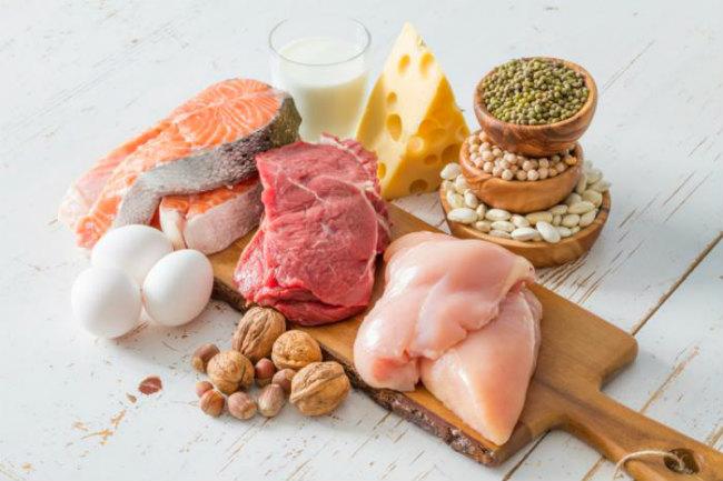 Разнообразить рацион питомца помогут богатые белком мясо, молочные продукты, яйца
