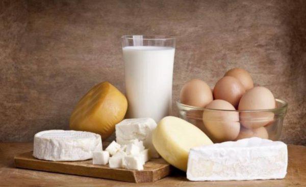 Молочную продукцию исключают из рациона