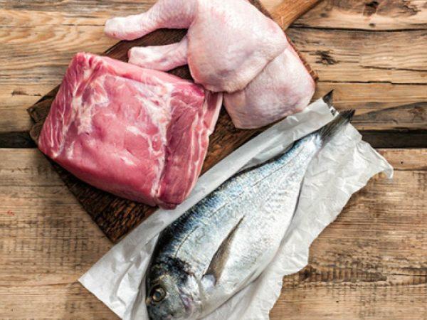 Акцент следует делать на мясе и рыбе, а растительные компоненты применять в качестве добавки