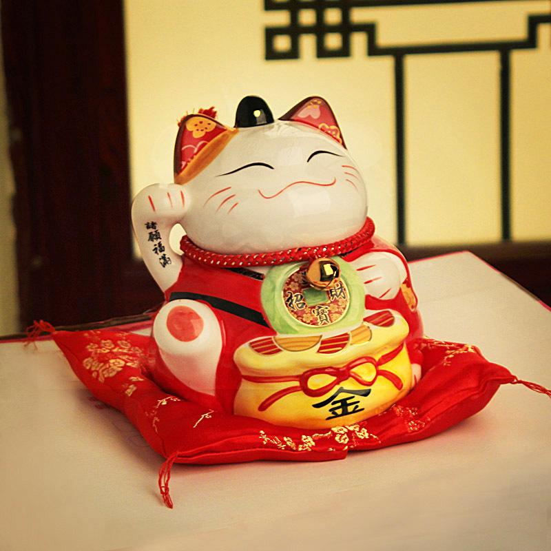 Именно трехцветные кошки стали прообразами многих символов удачи на Востоке