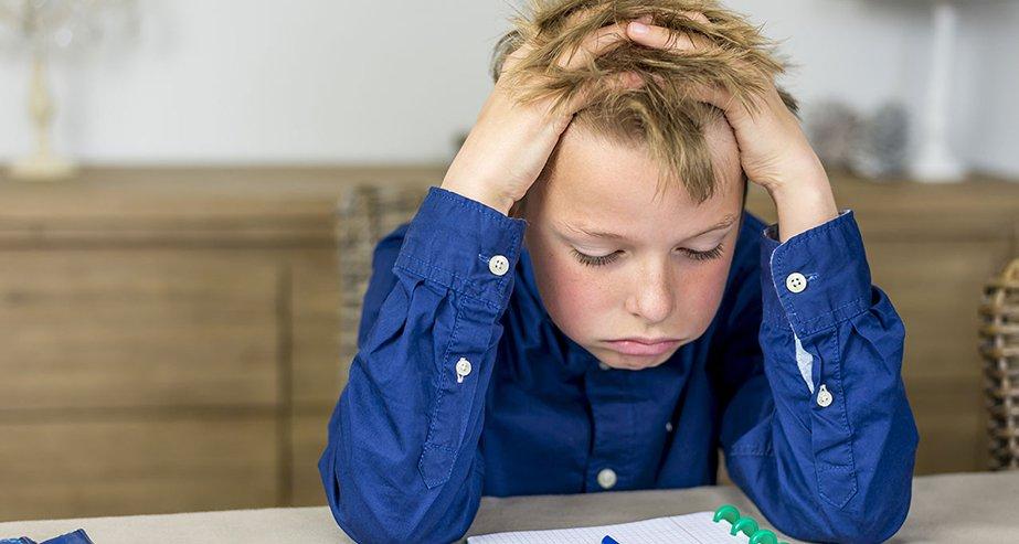 Отнеситесь с пониманием к возможному ухудшению успеваемости и не давите на ребенка