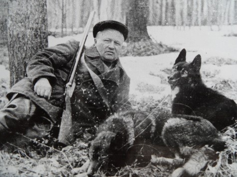 Охотник с собаками