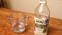Уксус, разведенный водой в пропорции 1 к 3