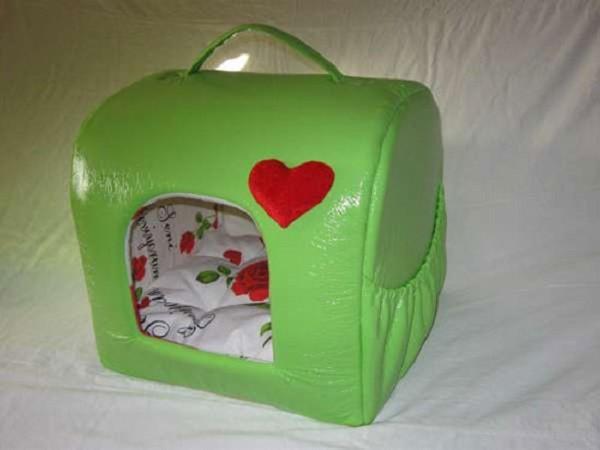 Сделать домик можно также и из обычной сумки