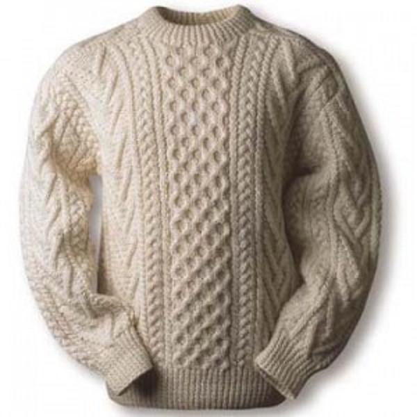 Старый свитер может обрести вторую жизнь в качестве лежака для животного