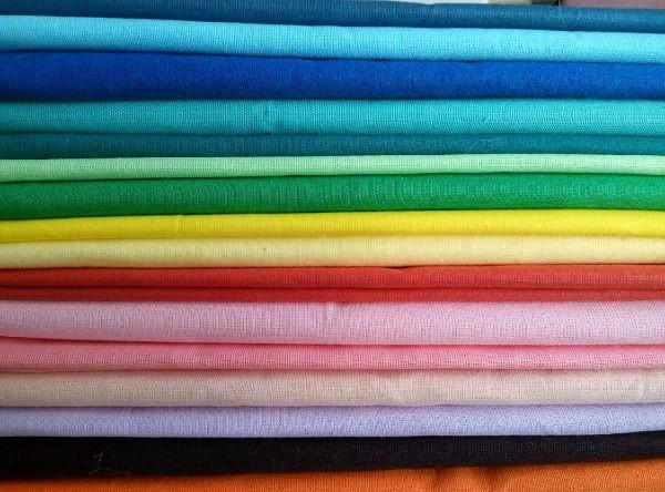 Чехлы для клетки нужно изготавливать из цветной ткани, если хотите повысить градус веселья в доме, а любителям спокойствия нужно выбирать спокойные цвета