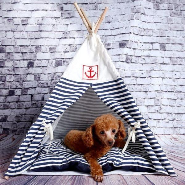 Домик - палатка подойдет не только кошкам, но и собакам, при этом изготовить ее можно также и такого размера, который подойдет крупным породам