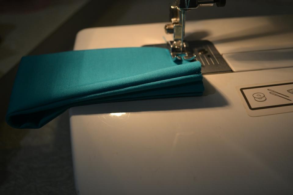 Сшиваем главную деталь для галстука-бабочки