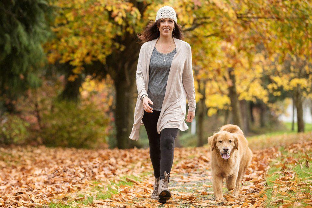 С собакой необходимо много гулять и уделять внимание