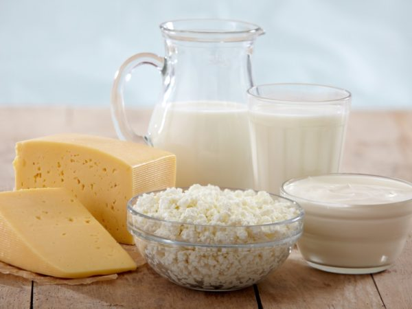 Во время лечения нужно давать кисломолочную продукцию исключительно низкой жирности