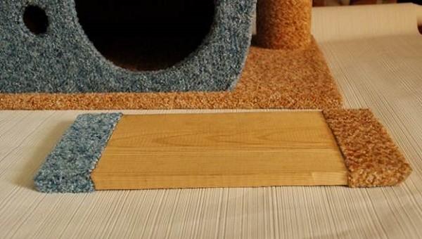 Чтобы сохранить гармоничный внешний вид последней детали нашего домика, необходимо также украсить ее используемой нами тканью