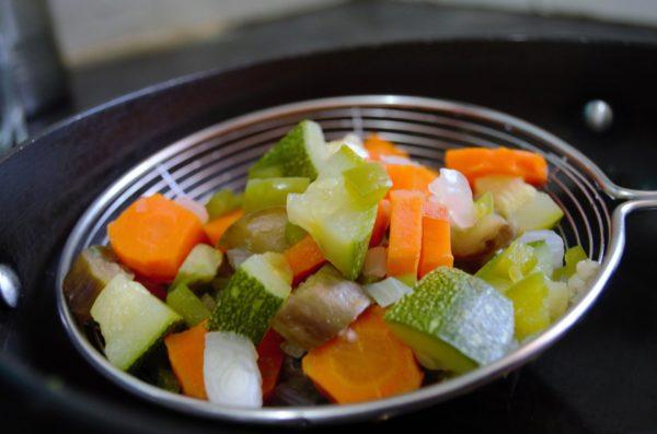 Овощи предпочтительней давать в отварном виде